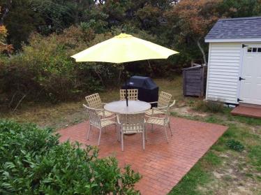 Side Yard - Barbecue & Picnic Area